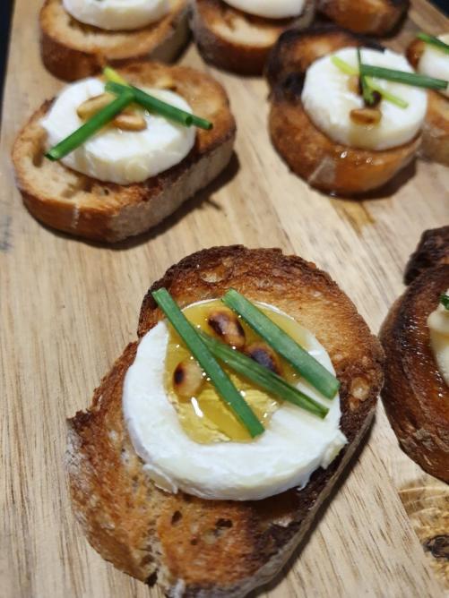 Chèvre/pignons de pain/ciboulette